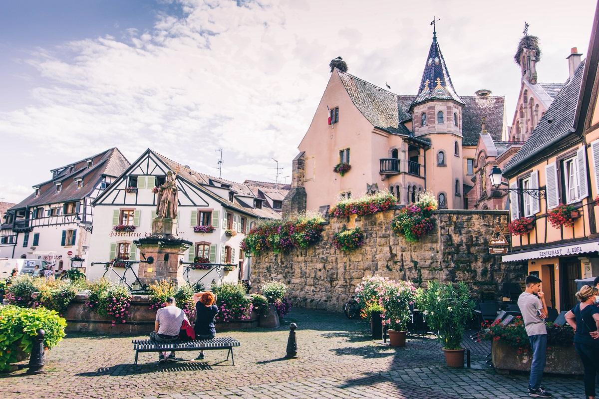 Place principale d'Eguisheim en Alsace