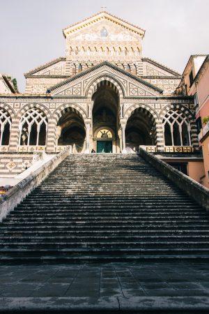 Escaliers menant à la cathédrale d'Amalfi