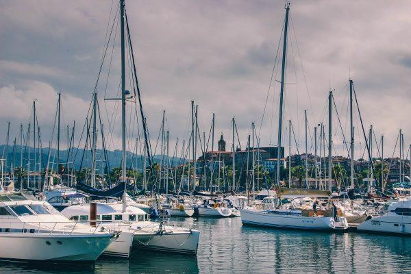 Bateaux dans le port de plaisance d'Hendaye