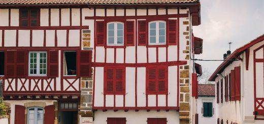 Colombages sur les maisons du Pays Basque