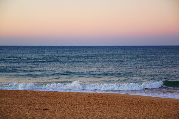 Coucher de soleil sur la plage à Faro