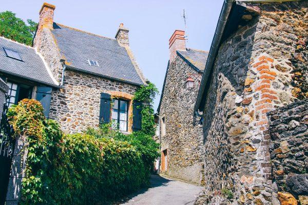 Dans le village de Saint-Suliac