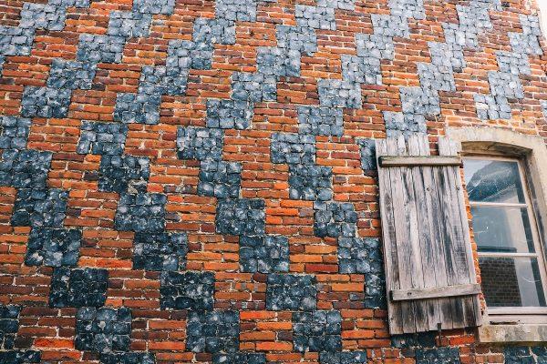 Mur de briques et de silex taillés à Saint Valery sur Somme