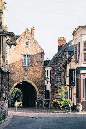 Porte dans la cité médiévale de Saint Valery sur Somme