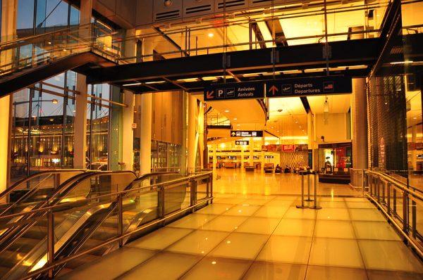 Intérieur de l'aéroport de Montreal