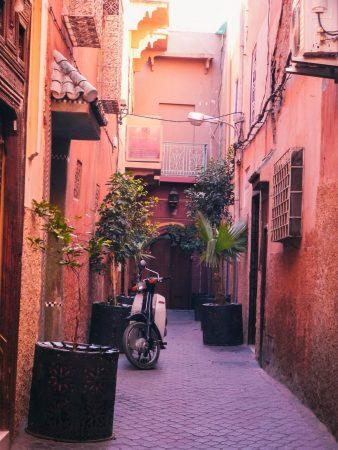 Dans une ruelle de Marrakech