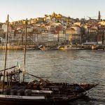 Vue sur Porto au coucher du soleil depuis la rive Sud